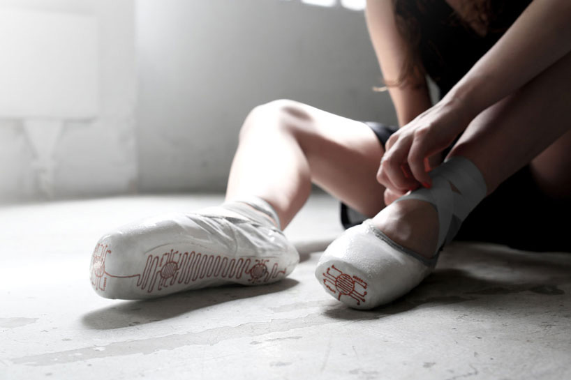 lesia-trubat-e-traces-ballet-shoes-phone-app-designboom-06