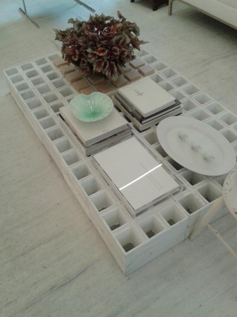 Mesa feita com blocos